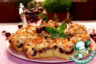 Рецепт: Нежный вишневый пирог с миндальным топпингом