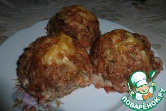 Рецепт: Тефтели с гречкой под томатным соусом с сюрпризом