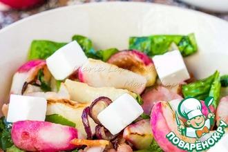 Рецепт: Теплый салат с жареным редисом и беконом