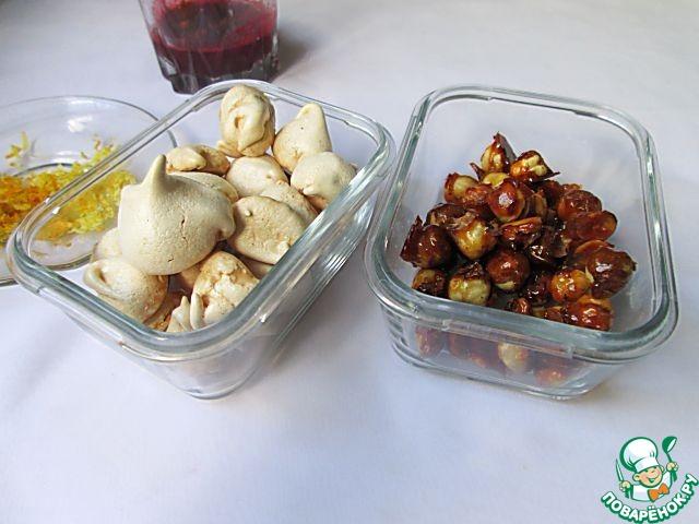 Семифредо с орехами, безе и вишневым соусом