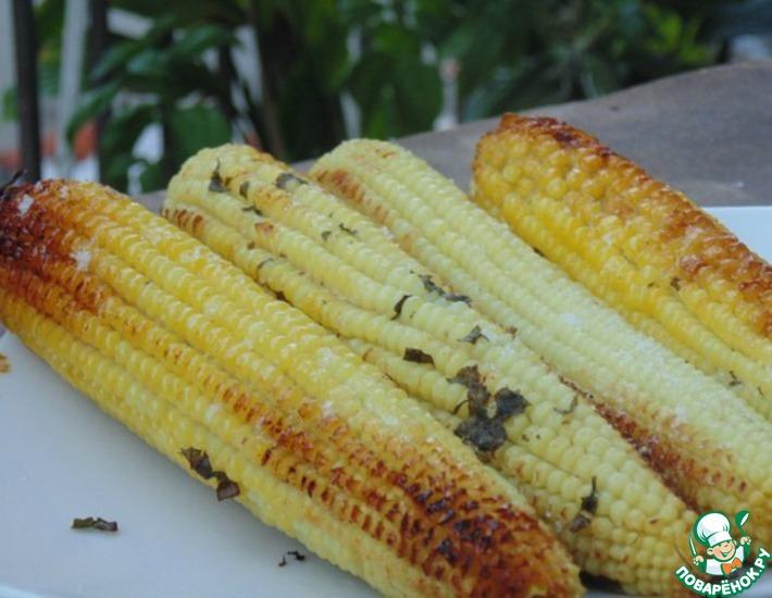 Рецепт: Запеченная кукуруза с базиликовым маслом