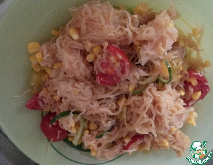 Рецепт: Салат с фунчозой и кукурузой