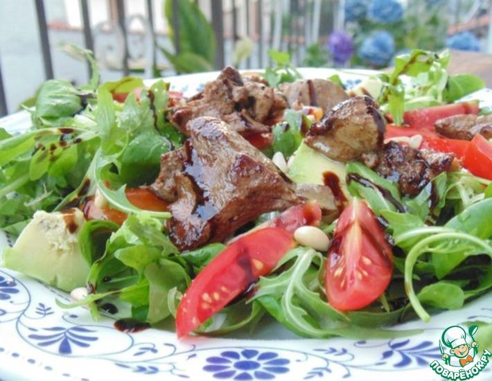 Рецепт: Теплый салат с куриной печенью и овощами