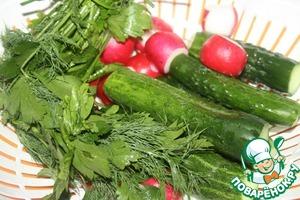 Овощи и зелень вымыть, обсушить.