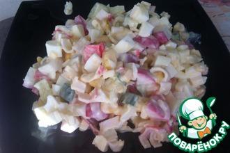 Рецепт: Салат с крабовыми палочками и редисом
