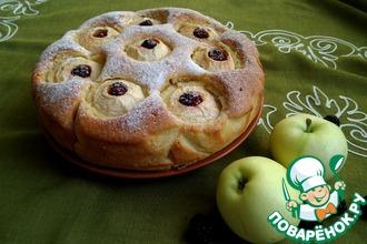Рецепт: Пирог с яблоками и ежевикой