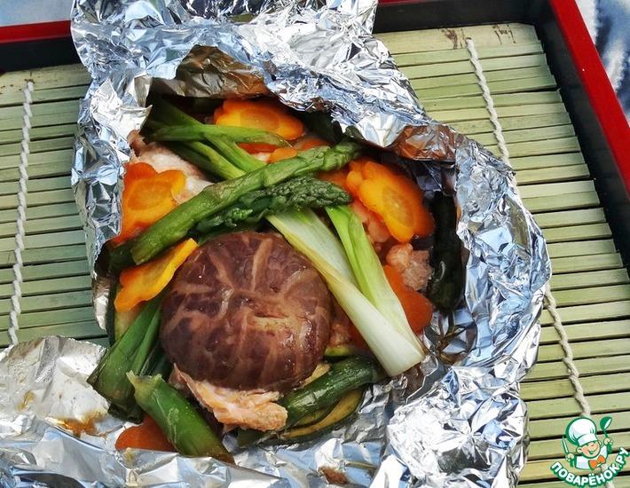 Рецепт: Овощи и лососина в фольге