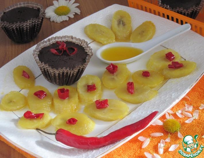 Рецепт: Шоколадное суфле с соевым соусом и бананами