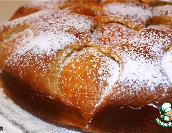 Рецепт: Бисквитный медовый пирог с абрикосами