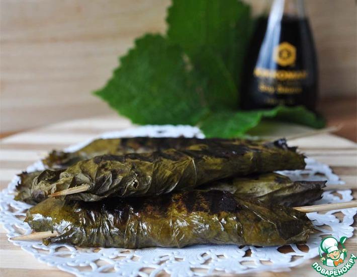 Рецепт: Лосось в виноградных листьях на гриле