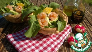 Wicker baskets for salad with ladybug