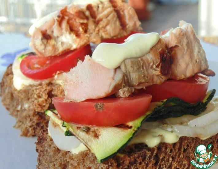 Рецепт: Бутерброды с кетой и овощами на гриле