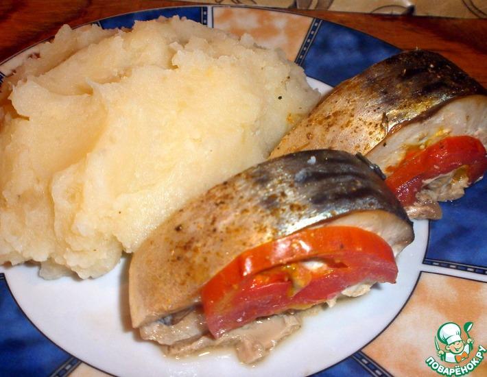 Рецепт: Скумбрия с помидорами, запеченная в фольге