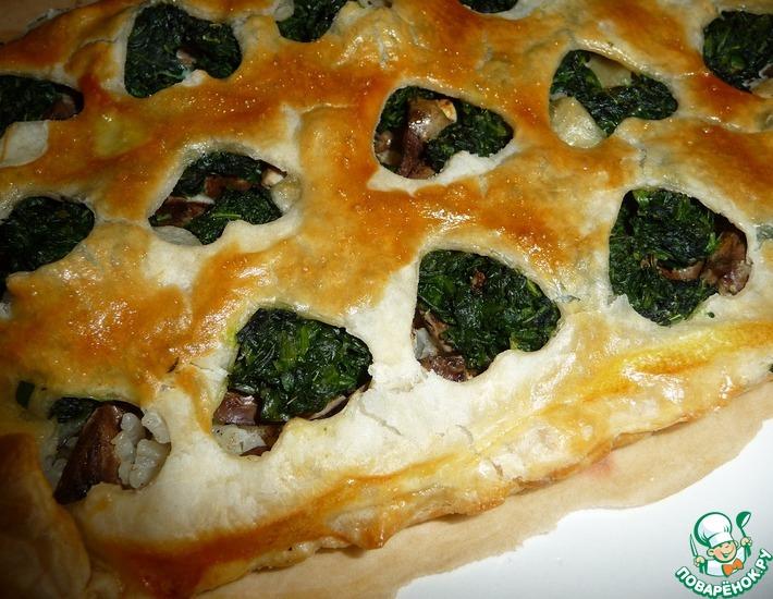Рецепт: Пирог из слоеного теста с куриными сердечками и шпинатом