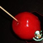 Глазированные яблоки на палочке