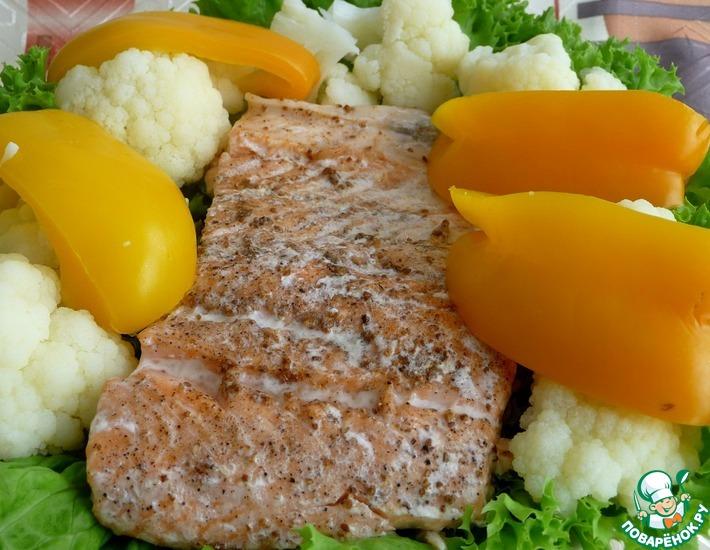 Рецепт: Норвежская семга на пару с цветной капустой