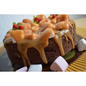 Карамельно-шоколадный пирог с маршмеллоу