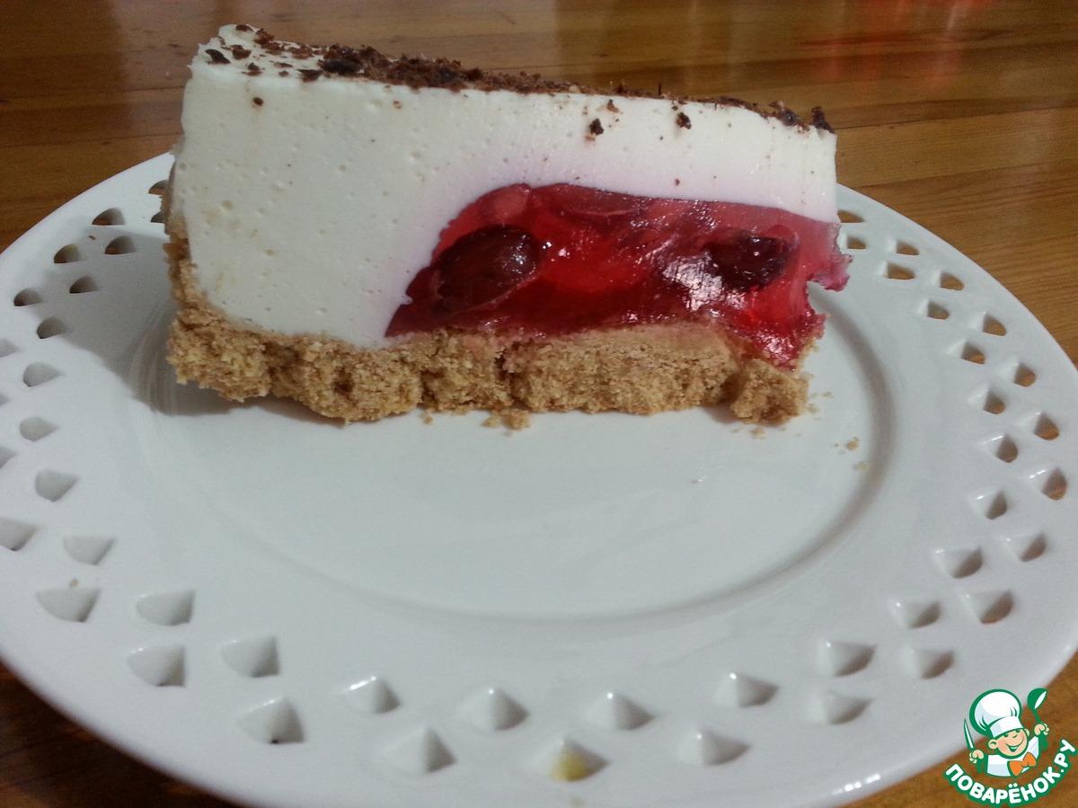 Желейный торт с красным виноградом и сметаной