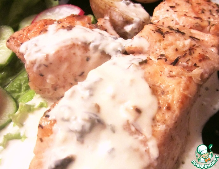 Рецепт: Сёмга и картофель-гриль с соусом из голубого сыра и сливок