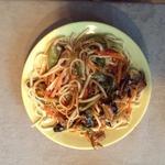 Удон с овощами и грибами шитаке