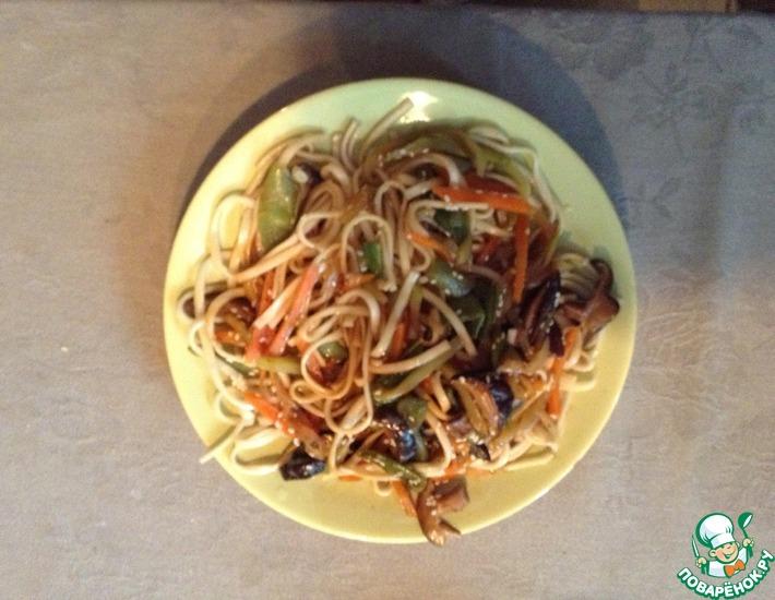 Рецепт: Удон с овощами и грибами шитаке