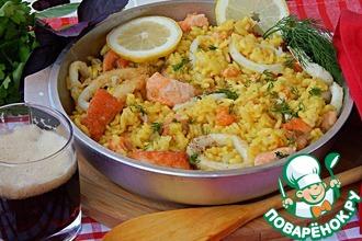 Рецепт: Паэлья на пиве с лососем и кальмарами