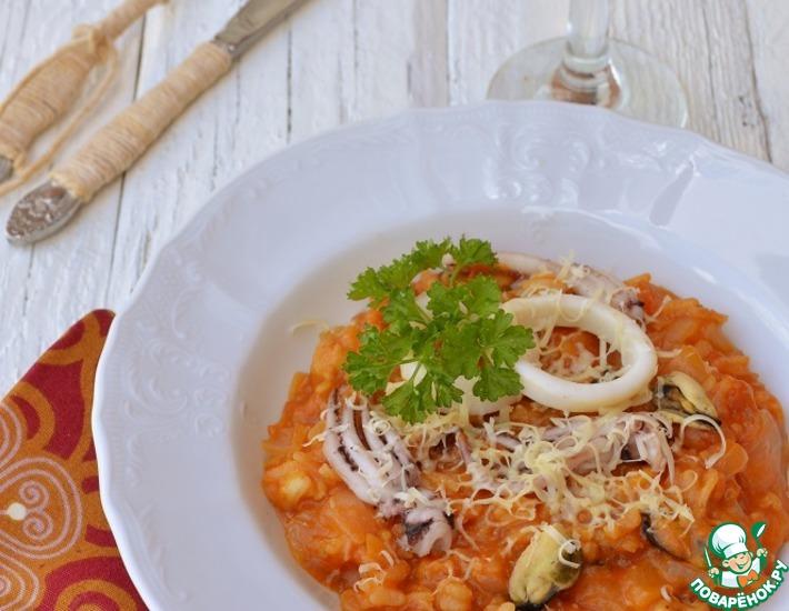 Рецепт: Ризотто томатное с морепродуктами и сыром в мультиварке