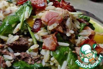 Рецепт: Рисовый салат с тунцом и соусом песто