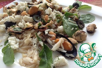 Рецепт: Теплый салат с рисом и морским коктейлем