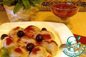 Рецепт: Полтавские вареники с вишней и соус