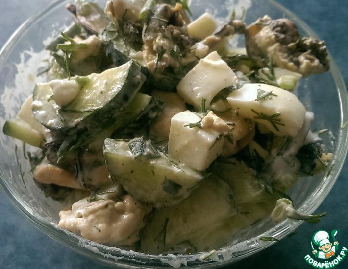 Рецепт: Салат с мидиями и огурцом