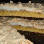 Яблочно-банановый пирог с мягким безе