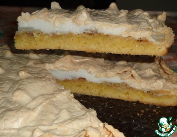 Рецепт: Яблочно-банановый пирог с мягким безе