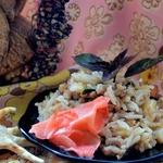 Тайский жареный рис со свининой и базиликом
