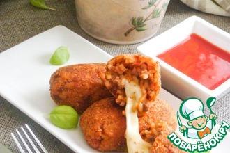 Рецепт: Рисовые шарики с моцареллой. Suppli al telefono