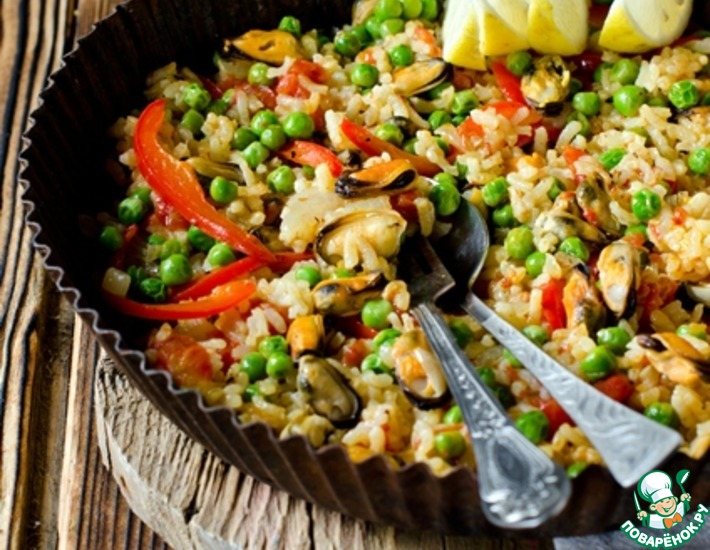 Рецепт: Паэлья с мидиями, перцем и горошком