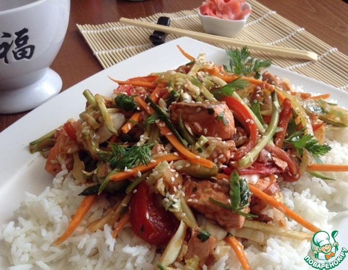Рецепт: Теплый салат с рыбой, овощами и рисом