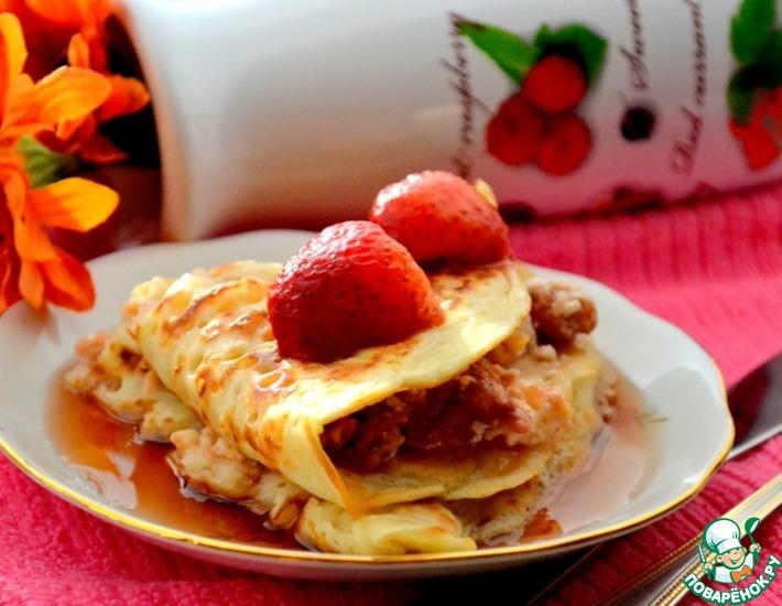 Рецепт: Блинчики с сырно-творожной начинкой и ягодами под кленовым сиропом