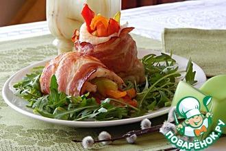 Рецепт: Филе белой рыбы с овощами в беконе