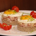 Бутерброды с беконом и яйцом