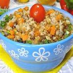 Каша гречневая с овощами и изюмом