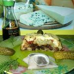 Картофельная запеканка с грибами, луком и вялеными помидорами