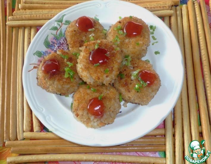 Рецепт: Рисовые биточки под клюквенным соусом
