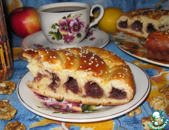 Рецепт: Пирог Улитка с джемом и орехами
