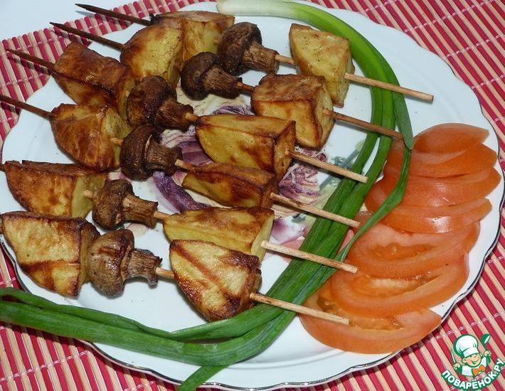 Рецепт: Шашлычки из картофеля с шампиньонами (в аэрогриле)