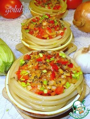 Рецепт: Гнезда из лапши под овощной шубой