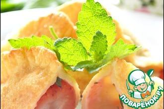 Рецепт: Пирожки из пельменного теста с клубникой и мелисой
