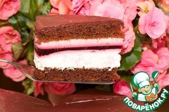 Рецепт: Торт шоколадный со сливками и смородиной