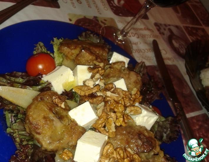 Рецепт: Теплый салат с куриной печенью Наслаждение