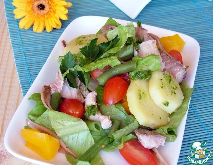Рецепт: Весенний салат с тунцом и соусом песто